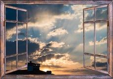 Wolkensonne des offenen Fensters Stockfotos