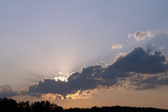 Wolkensonnenuntergang Stockfotografie