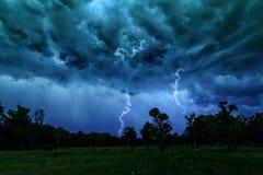 Wolkensturm am Park Lizenzfreies Stockfoto