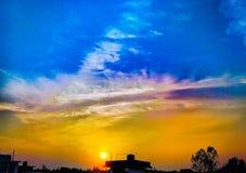 Wolkentaten wie Horizont stockbild