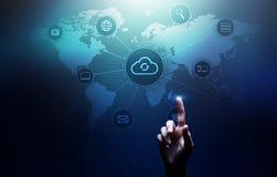 Wolkentechnologie gegevensverwerking, Internet en voorzien van een netwerkconcept op het virtuele scherm royalty-vrije stock afbeelding