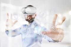 Wolkentechnologie, gegevensverwerking, voorzien van een netwerkconcept Verre gegevensopslag en veiligheid Internet en technologie royalty-vrije stock afbeeldingen