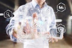 Wolkentechnologie, gegevensverwerking, voorzien van een netwerkconcept Verre gegevensopslag en veiligheid Internet en technologie stock afbeelding