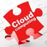 Wolkentechnologiekonzept: Wolke, die auf Puzzlespielhintergrund rechnet Stockbilder