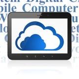 Wolkenvernetzungskonzept: Tablet-Computer mit Wolke auf Anzeige Lizenzfreie Stockbilder