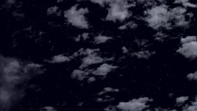Wolkenvlotter bij de nacht sterrige hemel stock footage