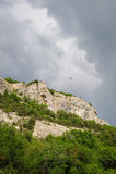Wolkiges Wetter über Krim-Bergen Stockfoto