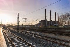 Wolkswagen fabryka widzieć od Trainstation Zdjęcia Royalty Free