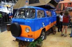Wolkswagena Typ - 2 obozowicza samochód dostawczy Obrazy Royalty Free