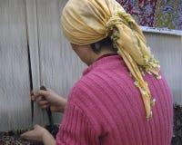Wolldecke, die in der Türkei spinnt Stockfoto