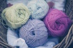 Wolle zum Stricken in einem Korb - wool for knitting in a basket Royalty Free Stock Photo