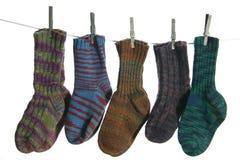 Wolle-Socken auf einer Wäscheleine Lizenzfreie Stockbilder