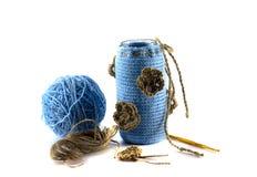 Wolle und Stöcke in einem Vase und in einem Haken Lizenzfreies Stockbild