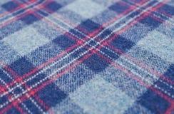 Wollen blauwe geruite stof in Schotse stijl Stock Foto