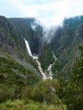 Wollomombi понижаются и падения Чэндлера, NSW, Австралия Стоковые Изображения RF