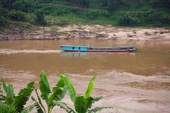 Wolna łódź przy pakbeng na Mekong rzece Laos Zdjęcie Stock