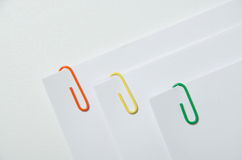 Wolnocłowe papierowe klamerki Zdjęcie Royalty Free