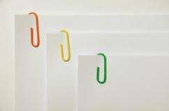 Wolnocłowe papierowe klamerki Obraz Stock