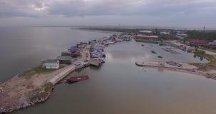Wolny lot nad łodzi stacją przy lato zmierzchem widok z lotu ptaka Rosja, Novosibirsk zbiory