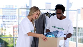 Wolontariuszów przechować odziewa zdjęcie wideo