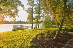 Wolsztyn, POLONIA - embarcadero en un lugar pintoresco en la orilla del lago Imagen de archivo libre de regalías