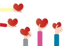 womam que lleva a cabo un corazón Fotos de archivo libres de regalías