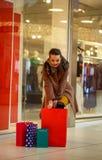 Woman's felici e sacchetti della spesa variopinti Fotografie Stock