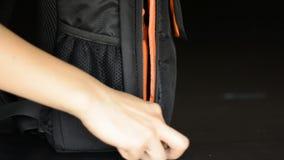 Woman's ręki ciągnięcia suwaczek zbiory