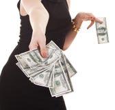 Womanâs Hand mit Bargeld Stockbild
