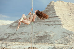 Woman is an acrobat dancer. Royalty Free Stock Photos