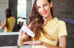 Free Woman Applying Dry Shampoo On Her Hair Stock Image - 59653221