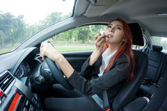 Woman applying makeup while in the car Royalty Free Stock Photography