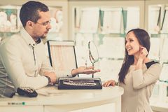 Woman with assistant in jewellery shop Royalty Free Stock Photos
