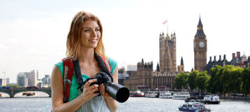 Woman with backpack and camera over london big ben Royalty Free Stock Photos