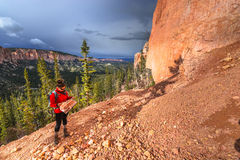 Woman Backpacker with a map, Ponderosa Canyon Bryce National Par Royalty Free Stock Photos