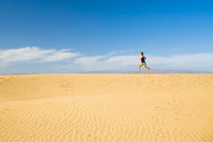 Free Woman Barefoot Running On Sand Desert Dunes Royalty Free Stock Photos - 71878758