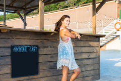 Woman at the beach bar. Ordering cocktails Royalty Free Stock Photos