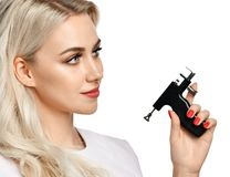 Free Woman Beautician Cosmetologist Hold Ear Piercing Gun Looking At The Corner Isolated On White Royalty Free Stock Photos - 133417508