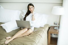 Woman in the bed with laptop Royalty Free Stock Photos