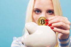 Woman with bitcoin and piggy bank Royalty Free Stock Photography