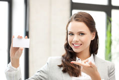 Woman with blank business card Royalty Free Stock Images