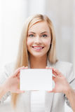 Woman with blank business or name card Royalty Free Stock Images