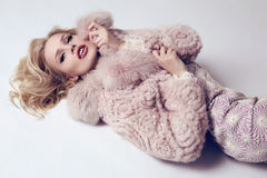Woman with blond hair and bright makeup wearing  luxurious fur coat Royalty Free Stock Photography