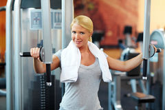 Woman bodybuilding in gym Stock Photography