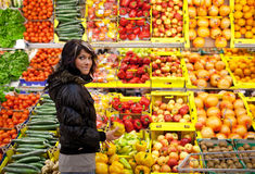 Woman buying fruits and vegetables Royalty Free Stock Photos