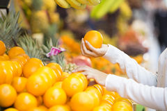 Woman buys fruits and vegetables at a market Royalty Free Stock Photos