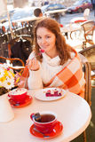 Woman in cafe outdoor Royalty Free Stock Photos