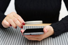 Woman cant read small text on mobile phone without magnifying gl Royalty Free Stock Photography
