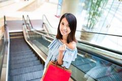 Woman carry shopping bag in shopping center Royalty Free Stock Photos