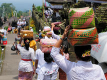 The woman is carrying gifts for Hindu gods on the head in the woven baske Royalty Free Stock Images